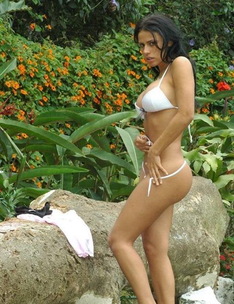 selena-spice-stripping-naked